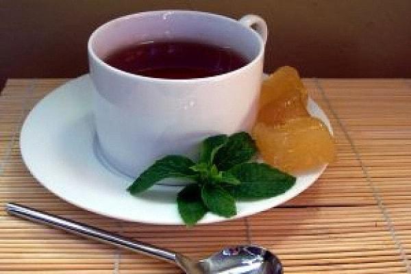 aromatyczna herbata z miętą