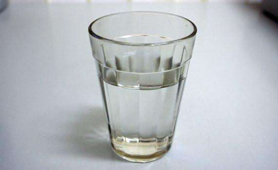 szklanka wody przefiltrowanej